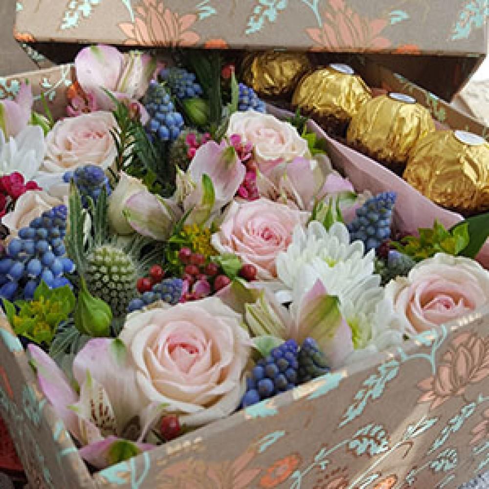 Flower gift box with ferrero rocher chelmer florist flower gift box with ferrero rocher izmirmasajfo