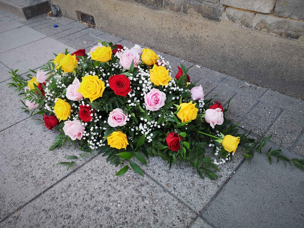 Casket spray Multicoloured Roses